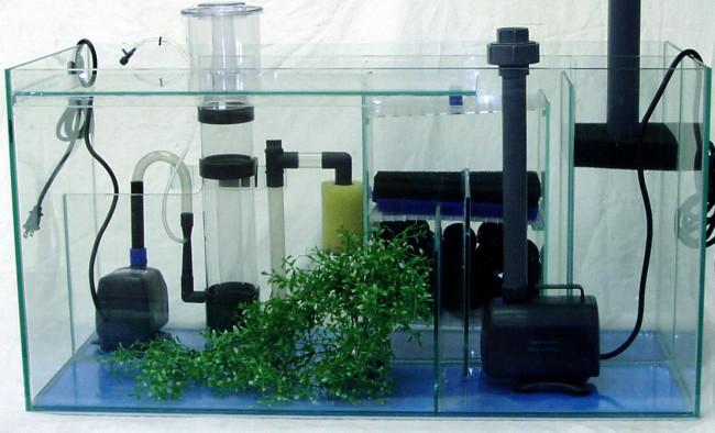Разнообразые аквариумные фильтры.